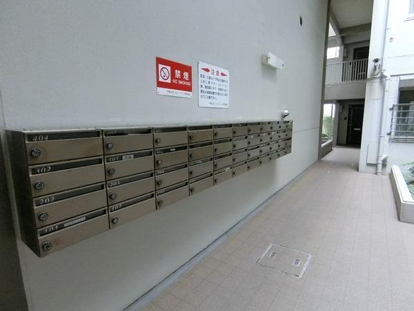 綺麗に清掃された郵便ポストです
