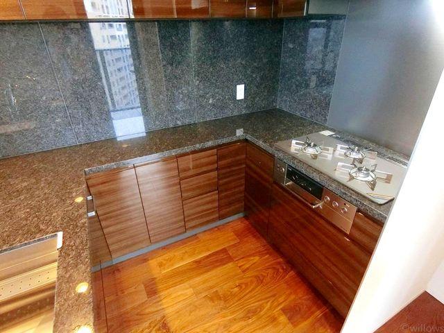 U型キッチンになっており、お料理がしやすいです。