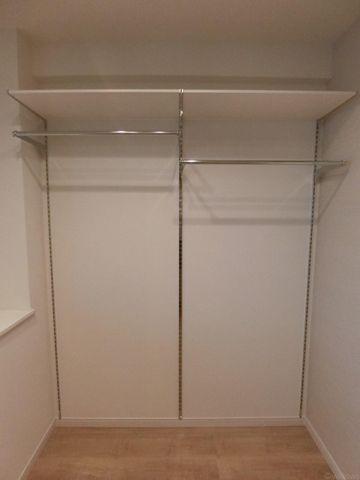 こちらも可動式の棚ですので、用途に応じて自由にお使い頂けます。