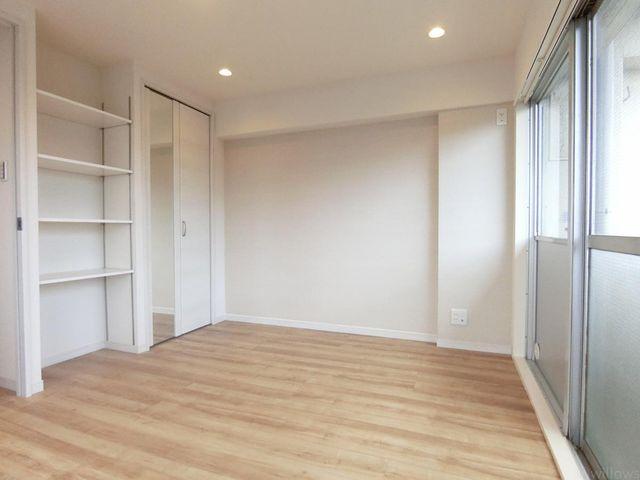 収納が2か所ございますので、別途収納の必要が少なくお部屋を無駄なく広くお使い頂けます。