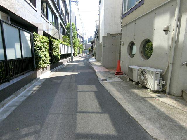 前面道路は平坦です。大変閑静な住宅街です