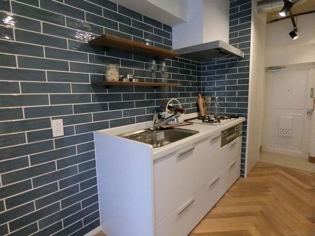 タイル張りのかわいらしいキッチンです