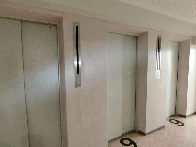エレベーターが3基あるため待ち時間も少ないです。