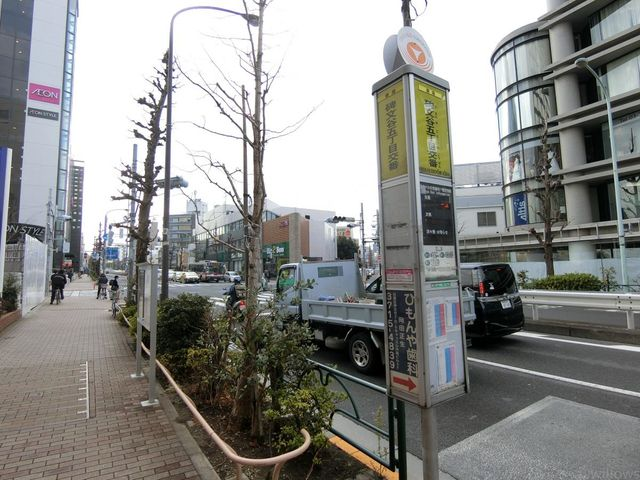 バス停 徒歩1分 20m