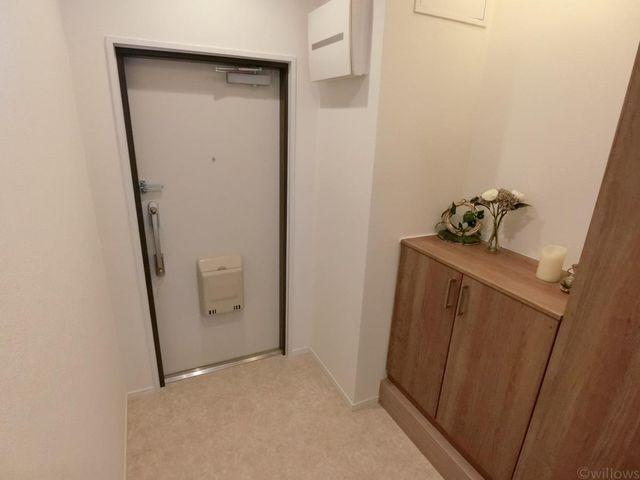 玄関も広く、大きな収納があるので多数の靴も収納可能です。