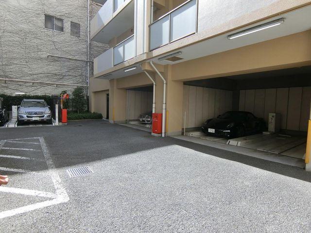 広々と余裕のある駐車スペースです。