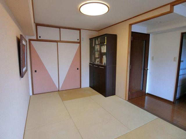 6畳の和室です。扉を全部あけてリビングを広く使えます。