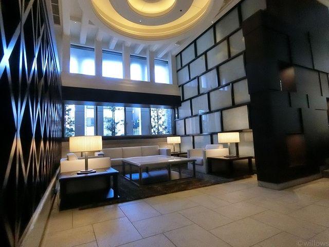 ホテルのような印象の、清潔感が保たれたロビーです。お客様をお迎えするゲストスペースとしてもお使いになれます。