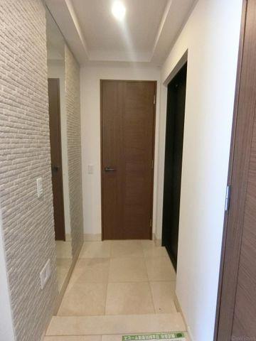玄関、廊下部分。