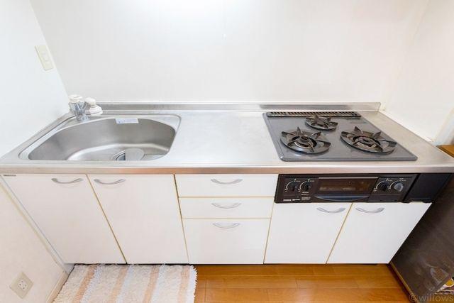 料理というクリエイティブな時間に相応しい、機能美。収納力も豊富です。幅広いキッチンの空間はママにとっての嬉しい動線を確保しております。