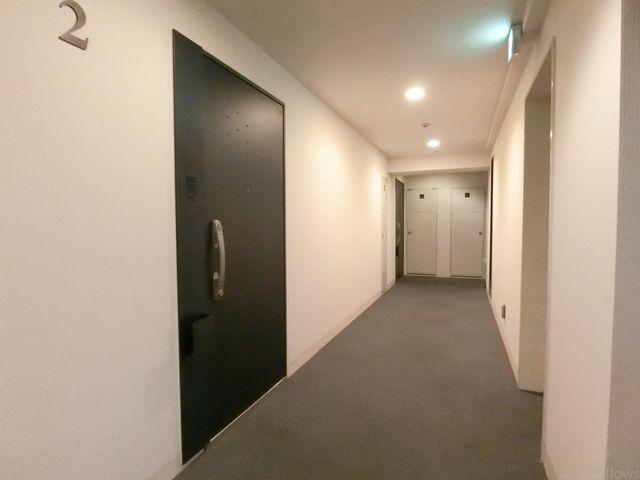 ホテルライクなカーペット張りの内廊下でプライバシーも守られます!