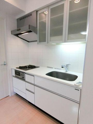 2口コンロの無駄を省いたキッチンはきれいな状態を保っています!