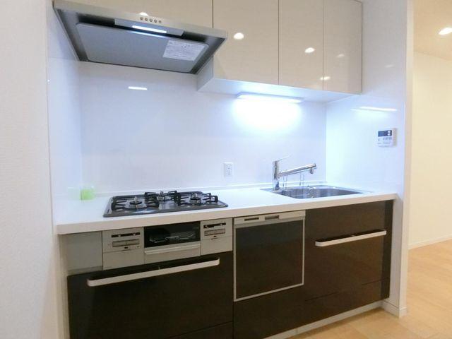 食洗機に収納付きと、とても使いやすいキッチンです。