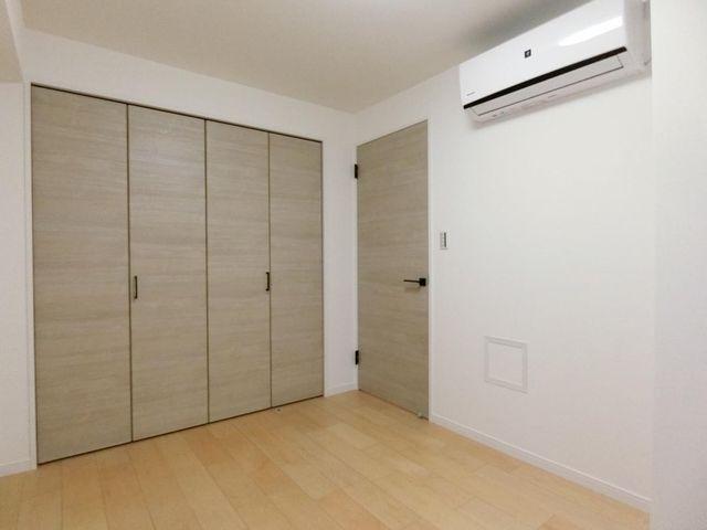 洋室(5帖)大容量のクローゼットがついた使いやすいお部屋です。