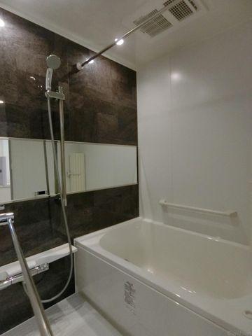 浴室乾燥機がついて雨の日でも会洗濯ができますね。バス