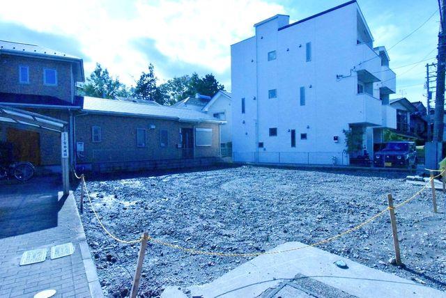 東急東横線、東急目黒線「新丸子」駅徒歩16分、JR南武線「武蔵小杉」駅徒歩19分の立地。南側平屋建てにつき、陽当たり、開放感ございます。