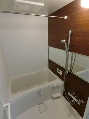浴室内乾燥機付きバスルーム