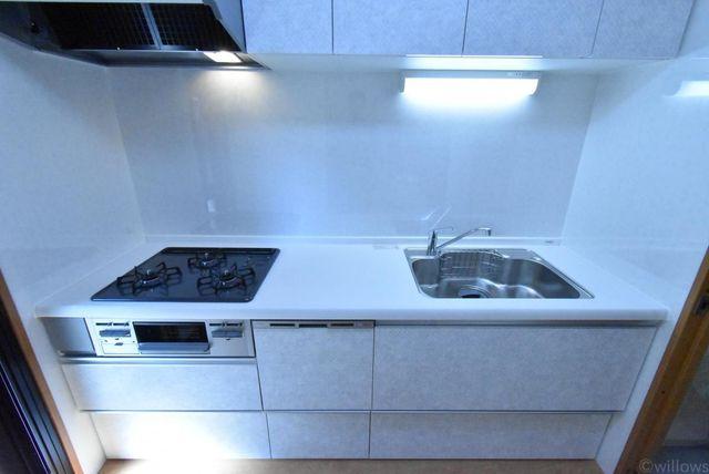 新規交換されたキッチン作業スペースがしっかりと確保されておりお料理しやすい環境です。
