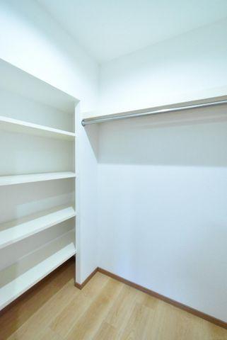 ウォークインクローゼット収納力があり、その他収納をご用意頂く必要が少なく、その分お部屋を広くお使い頂く事が可能です。