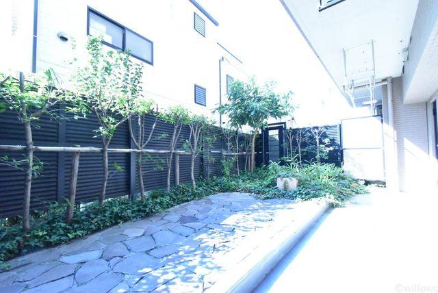 14.23m2の専用庭しっかりと整備されているためお手入れの必要も少ないです。
