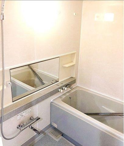 広さのとれた浴室これから新規交換されます。