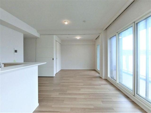 ■リビングと隣接する洋室は扉を開放して、14.9帖のリビングとしてもお使い頂けます。