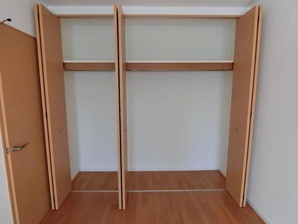 大容量の収納付き、大きな物も楽々収納可能