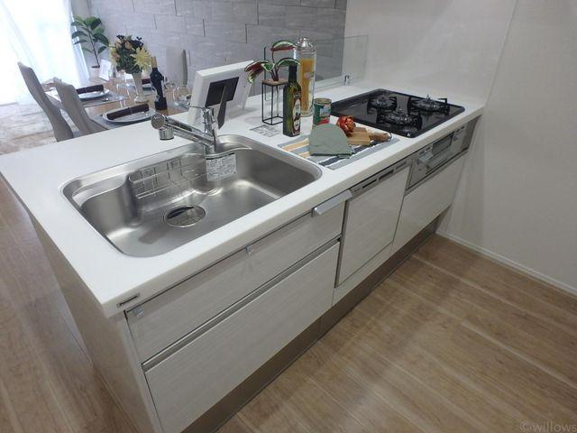 キッチンのスペースが広く取られております。