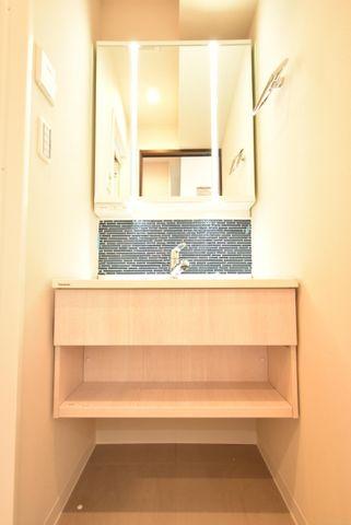 洗面器も明るいタイプになっており非常に使いやすくなっております。