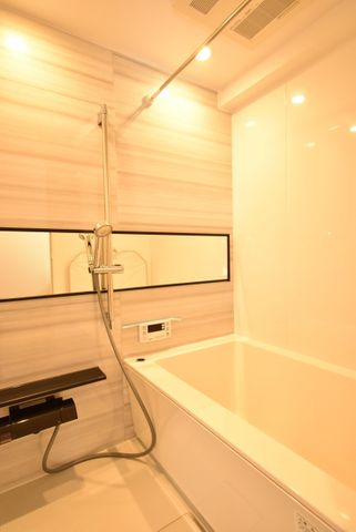 1216サイズで浴室乾燥機付きです。