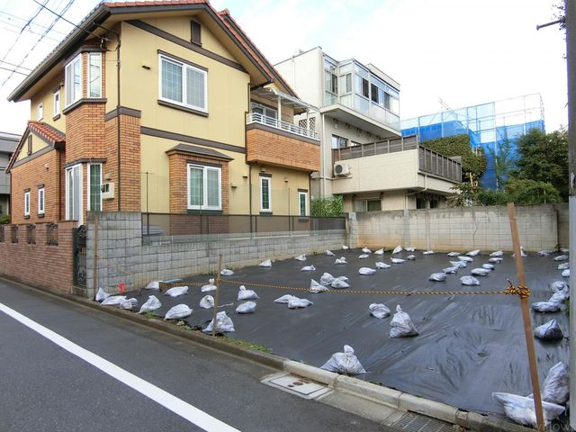 ■閑静な住宅街で周辺環境良好。新宿区立第六小学校徒歩2分の好立地。(撮影日:令和元年10月)