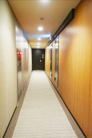 ホテルライクな廊下はプライバシーを守ってくれます。