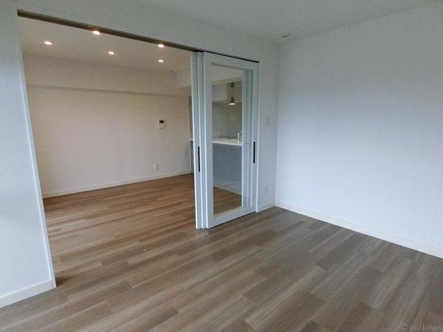 ■5.4畳洋室は稼働扉で用途に合わせて使い分けが可能です