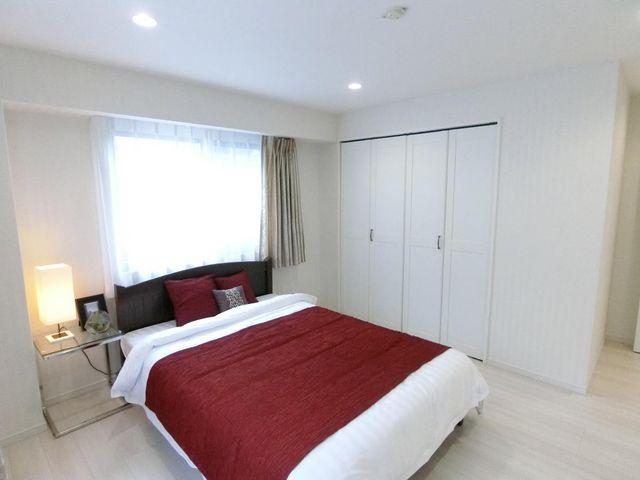 充分な収納スペースを確保しており、居室内に余計な家具を置く必要がないので、シンプルですっきりとした暮らしを実現。エアコン1台完備!