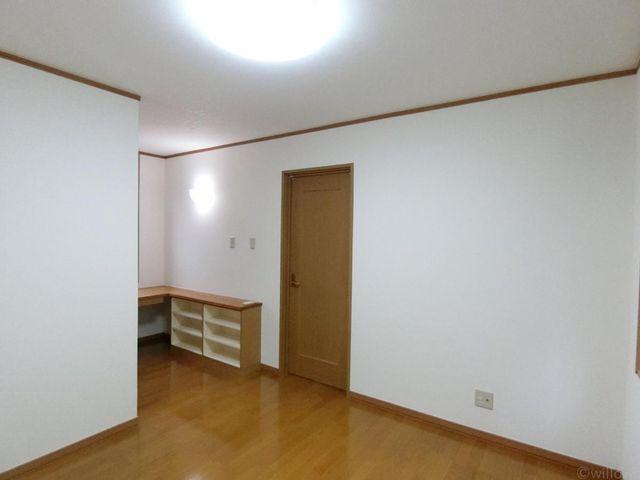 各部屋天井高がしっかりと取れています。木目が優しく温かみのある空間です。
