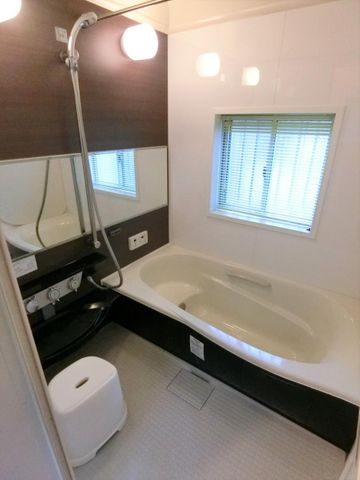 雨の季節に便利な浴室乾燥機完備