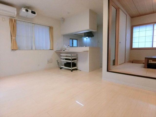 リビング横には和室付き、落ち着きのある空間です