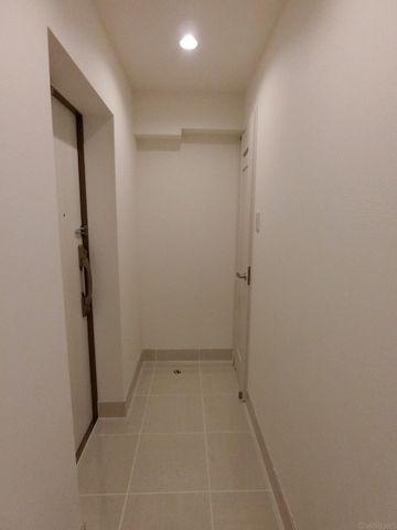 タイル張りの玄関が高級感を感じさせます。