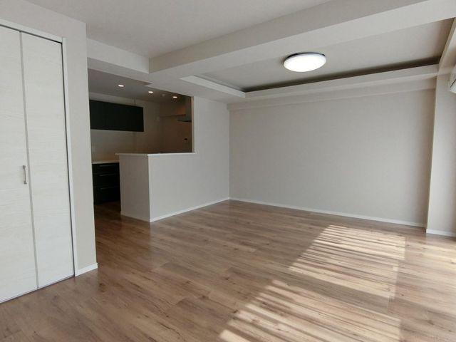 リビングは17.4帖と広々お使い頂けます。お部屋は使いやすい形で家具のレイアウトもしやすそうですね!