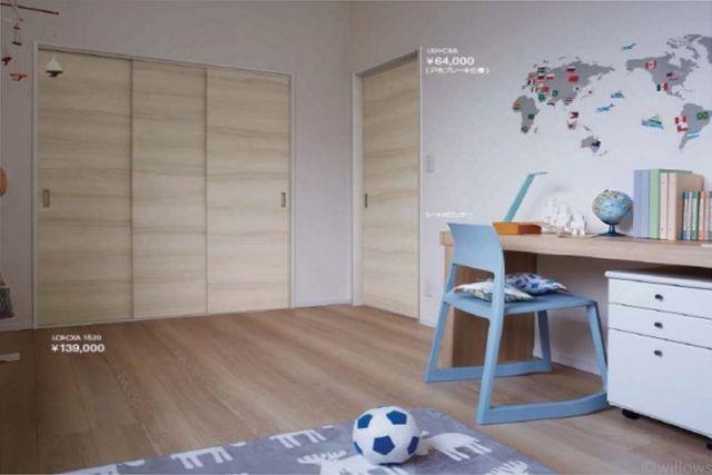 木目調の引き戸でお部屋全体がやわらかい印象になりますね!