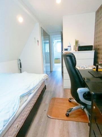 穏やかな風と陽光を導き、プライバシーに配慮された設計プランを採用。居住性を一段と心地よいものにしています。6.1帖の居室は明るく主寝室にもぴったりです。