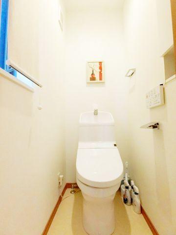 窓付きの浴室で換気もばっちり清潔感と使い心地を追求することで、ご家族の健康をサポート。暮らしの中のさりげないひとときの快適さにもこだわりを持って、設備を配しております。