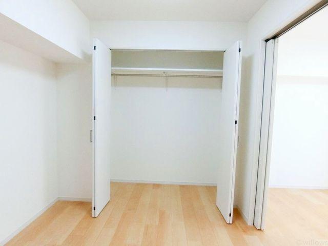 各部屋を最大限に広く使って頂ける様、たっぷり収納が確保されております。プライベートルームでゆったりと快適にお過ごしください。