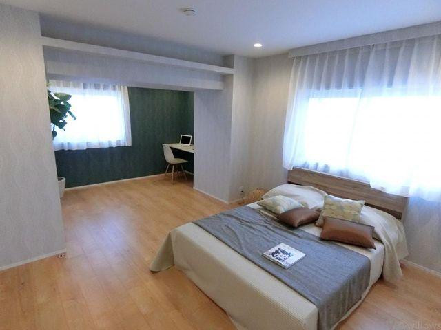 約13帖の寝室となっております。各居室にしっかりとお部屋の広さを確保できております。