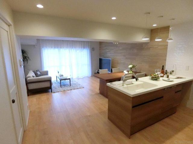 LDKは20帖ありますので、家具のレイアウトも自由にご検討頂けます。LD部分には床暖房がございます。