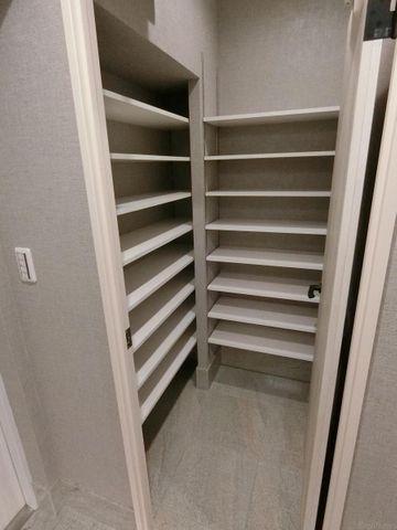 大容量のシューズインクローゼットが付いており、ゴルフバッグやスーツケースなども収納できます。