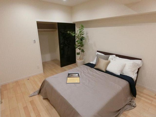 主寝室にはウォークインクローゼットがあり、季節物のお洋服や大きなお荷物が収納できます。