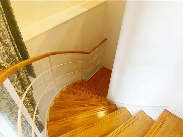 螺旋状の赴きのある階段。