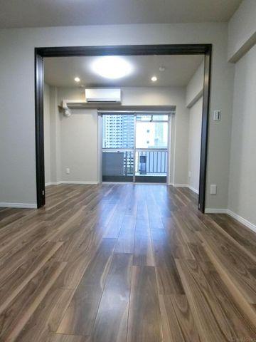 洋室との扉を開けておけば11.5帖の空間でお使い頂く事が可能でございます。