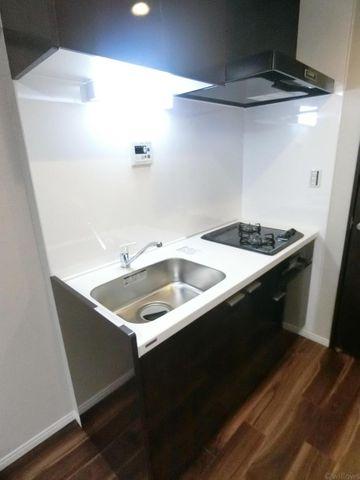 ガスコンロ2口ありの便利なキッチンです。グリルも完備です。